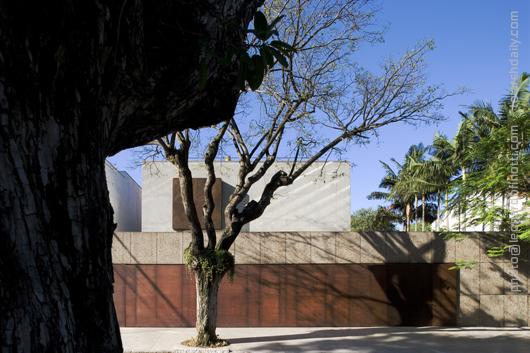 Isay Weinfeld – Marrom House