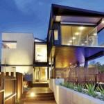 Suburban Living on the Edge – Steel Bridge Cantilever House