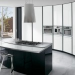 ElektraVetro White by Ernestomeda – Black and White Kitchen with Curved Island