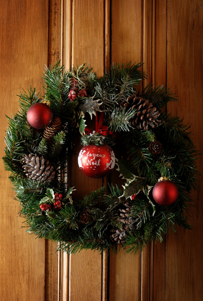 Christmas1 shutterstock 31970182 Using Natural Elements in Winter Holiday Decorating