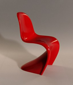 plastic contemporary chair 256x300 Plastic Furniture Does Not Have To Be Junk