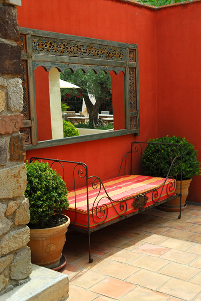 Home Decorating Techniques with Mediterranean Style