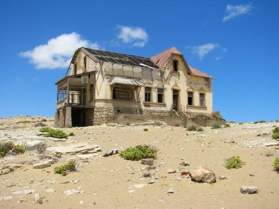 Kolmanskop 550x412 The Most Mysterious Buildings on the Globe